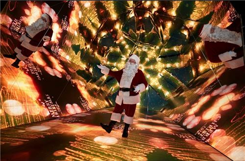 Santa trying out the kaleidoscope!