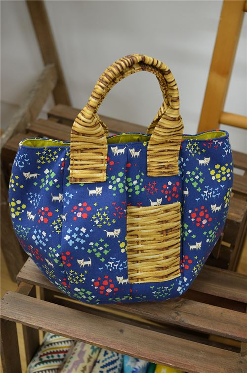 Want to learn how to make this bag? You can with this free pattern!