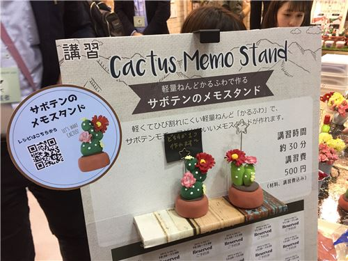 You can use clay to make memo stands!