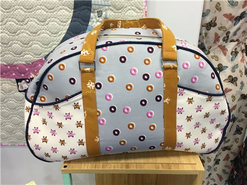 We love this bag made of Cotton + Steel fabrics