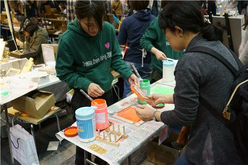 More DIY crafting taking place