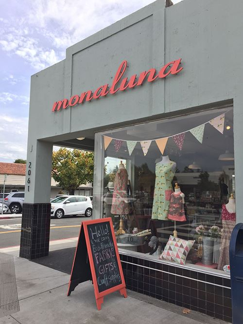 Monaluna's store from the outside